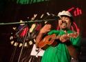Ego Lemos (Timor Leste) melantunkan syair lagunya kepada para penonton konser malam kedaulatan pangan
