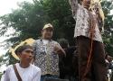 Orasi Ketua Umum Serikat Petani Indonesia (SPI) (paling kanan)