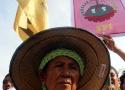 Seorang petani perempuan yang sudah cukup tua namun tetap bersemangat memperingati Hari Raya-nya kaum petani ini