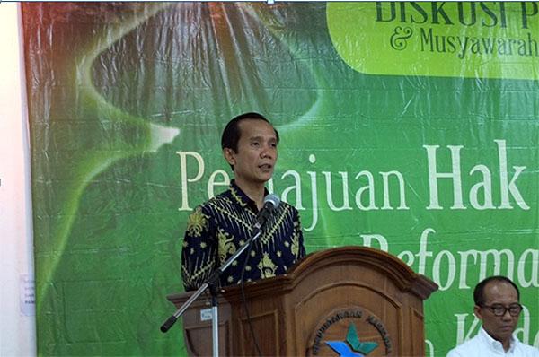 Ketua Komnas HAM, Nurcholis saat memberikan materi pada Diskusi Publik dan Musyawarah Nasional Peringatan Hari Hak Asasi Petani Indonesia (20/4/2017).