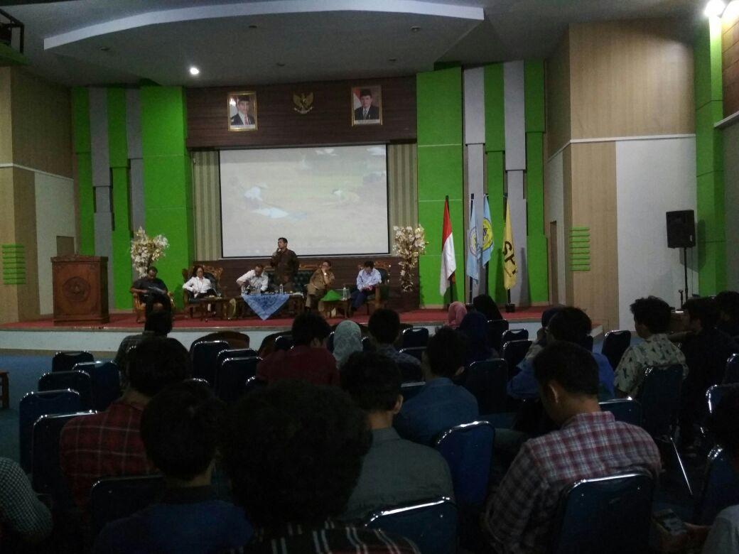 Diskusi publik di Universitas Sultan Ageng Tirtayasan di Serang, Banten yang hadirkan Ketua Umum SPI Henry Saragih sebagai narasumber.
