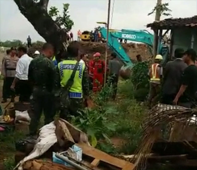 Perampasan dan penghancuran rumah petani di Kendal, Jawa Tengah.