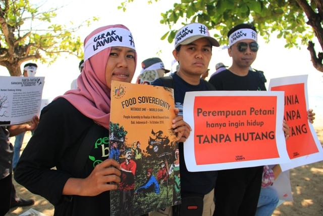 Aksi simpatik GERAK LAWAN menolak IMF - Bank Dunia di Sanur, Bali, Oktober 2018